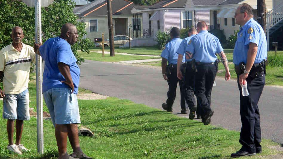 police talking to neighbors