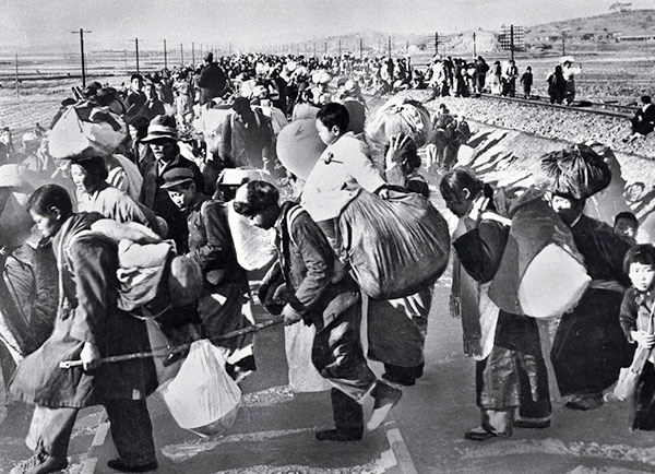 Hundreds of thousands of South Koreans fled south in mid-1950 after the North Korean army invaded.